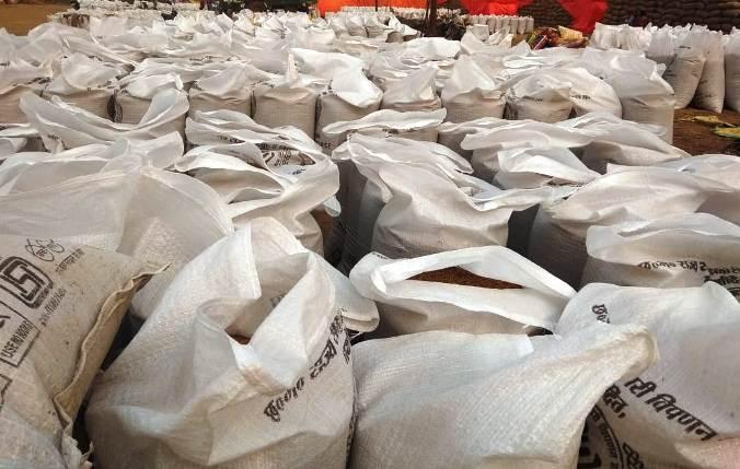 अवैध रूप से धान का भंडारण करने वाले 06 लोगों पर कार्यवाही 245 बोरा धान जप्त