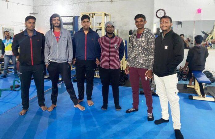 20 वी 36गढ़ राज्य पॉवर लिफ्टिंग प्रतियोगिता में भाग ले रहे है जिले के पावर लिफ्टर