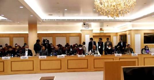 सरकार व् किसान संगठनों के बीच अब 15 जनवरी को अगले चरण की होगी बातचीत