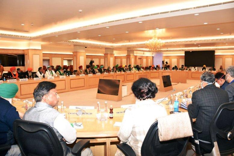 सरकार और किसान संगठनों के बीच दसवें दौर की हुई बैठक, कल फिर होगी चर्चा