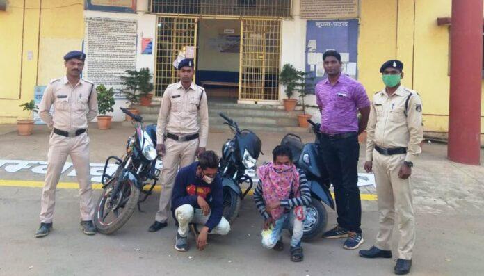 चोरी का मोटर सायकल बेचने के फिराक में 03 आरोपी को पुलिस ने किया गिरफ्तार