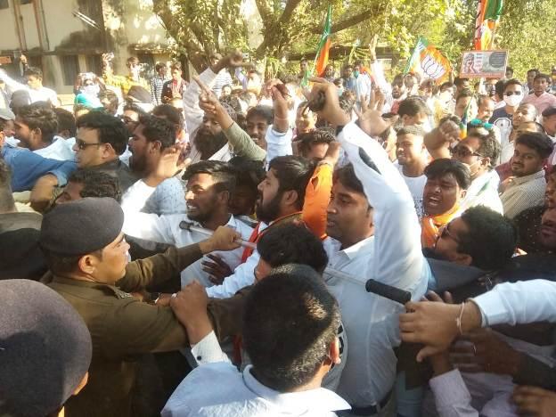 36गढ़ सरकार के खिलाफ भाजपा का जोरदार प्रदर्शन,5834 कार्यकर्ताओं ने दी गिफ्तारी