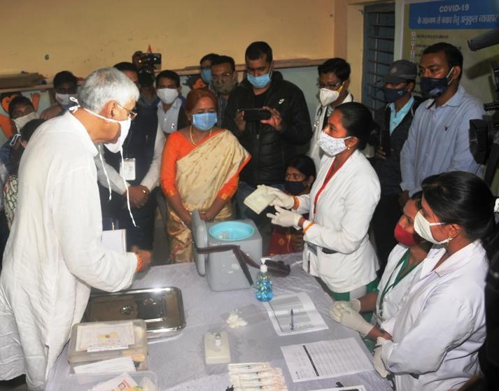 कोरोना वैक्सीनेशन के ड्राई रन प्रक्रिया का किया निरीक्षण किया स्वास्थ मंत्री ने