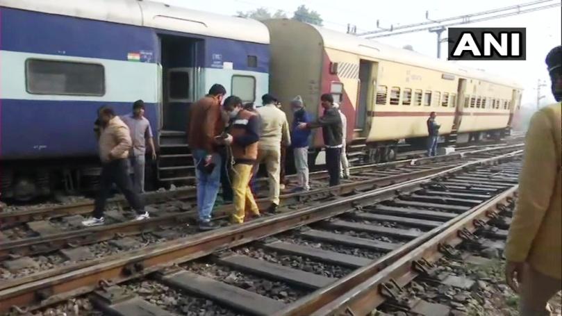 चारबाग स्टेशन पर अमृतसर से जयनगर की ओर जारही ट्रेन के दो डिब्बे पटरी से उतरे