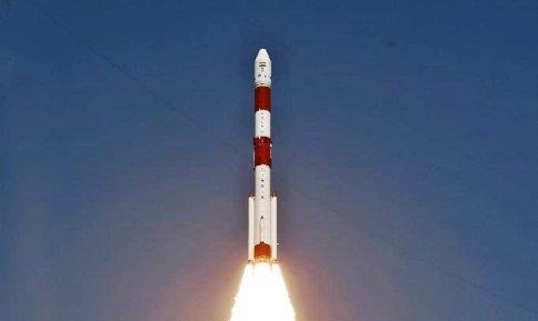 इसरो ने सफलतापूर्वक PSLV-C51 को किया लॉन्च इसके साथ गए 18 अन्य उपग्रह