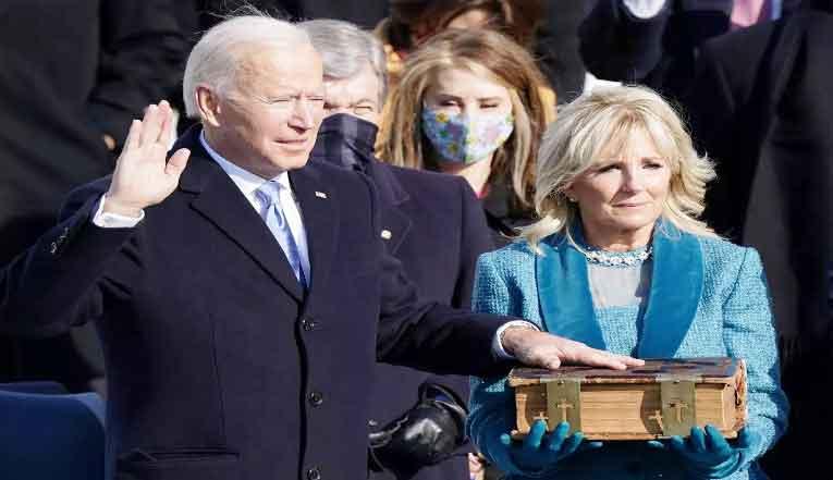 अमेरिका के राष्ट्रपति जो बाइडेन व् उपराष्ट्रपति के रूप में कमला हैरिस ने शपथ ली