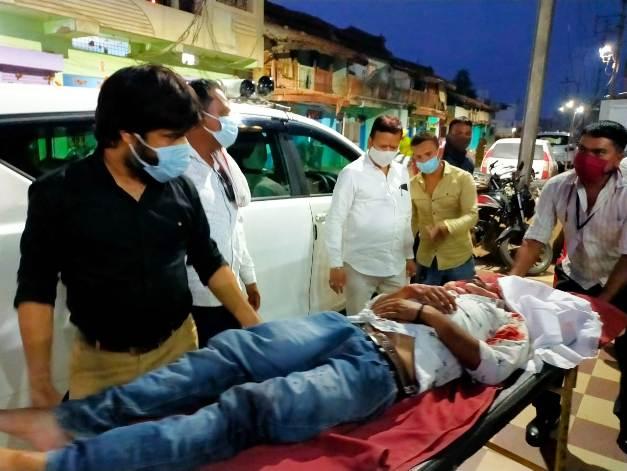 सड़क हादसे में घायल को अपने वाहन से पहुंचाया हाॅस्पिटल संसदीय सचिव ने