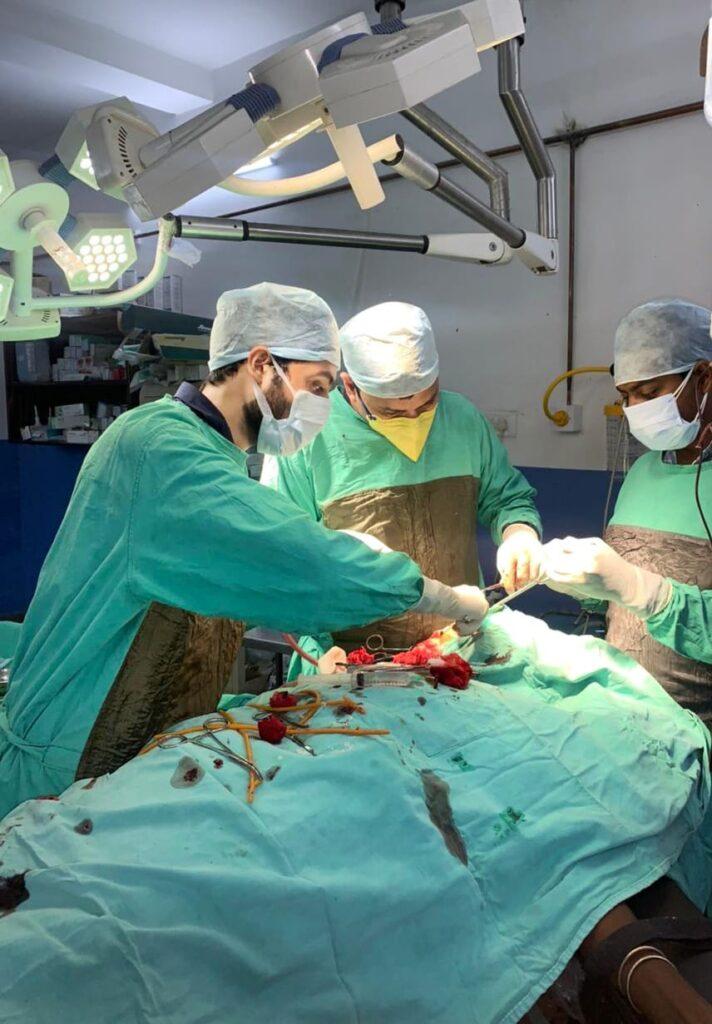 जानलेवा ट्यूमर व् कोरोना मरीज का इमरजेंसी लाइफ सेविंग सर्जरी से बचाई जान