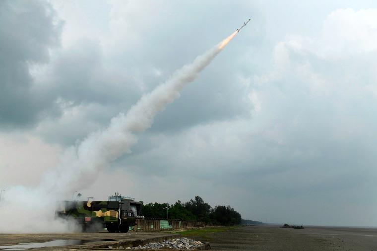 """सतह से हवा में मार करने वाली """"आकाश-एनजी"""" मिसाइल का हुआ सफल परीक्षण"""