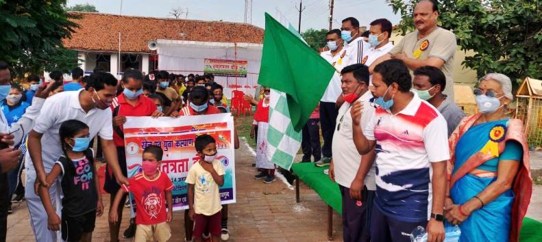 स्वतंत्रता दौड़ में स्कूली बच्चों -जनप्रतिनिधि व् अफसरों ने लगाई दौड़