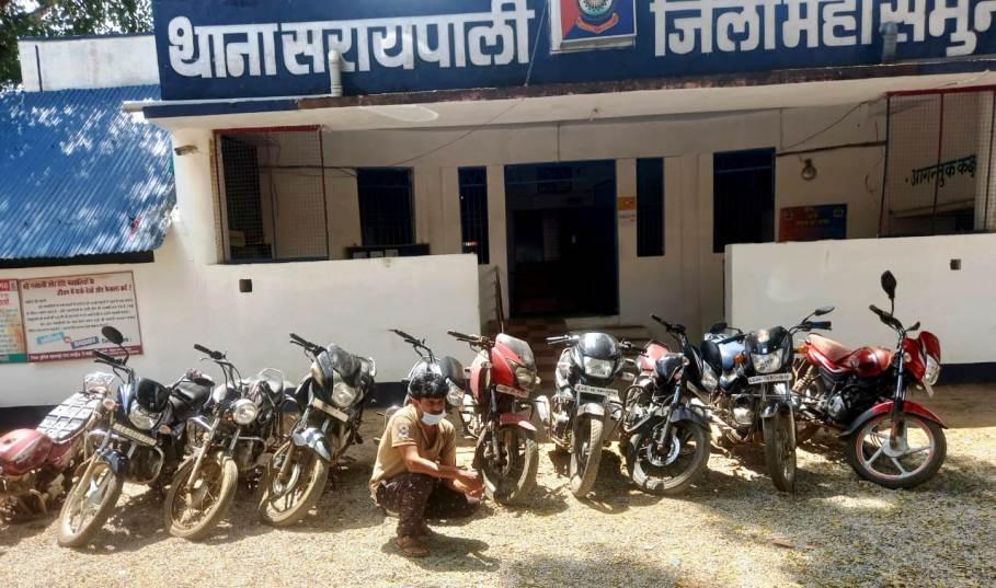 चोरी के 10 मोटर सायकल के साथ एक आरोपी को पुलिस ने किया गिरफ्तार