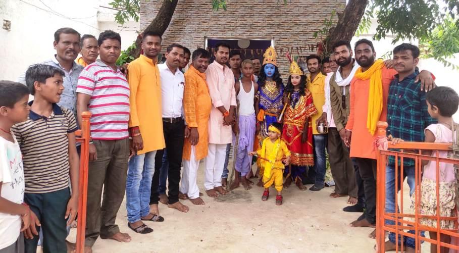 कृष्ण जन्मोत्सव पर यादव समाज ने निकाली शोभायात्रा, मटका फोड़ का हुआ आयोजन
