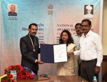 36 गढ़ के पीके शुक्ला राष्ट्रीय शिक्षक पुरस्कार से हुए सम्मानित
