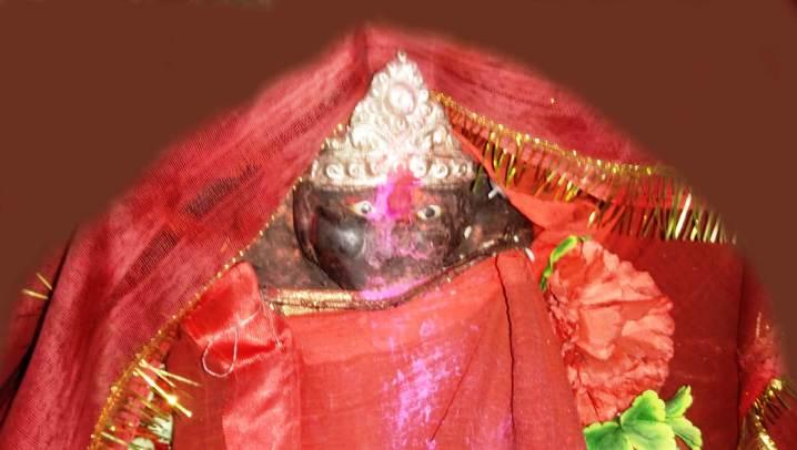 आगामी नवरात्र पर्व मनाने एवं निर्माणाधीन मंदिर के लिए हुई बैठक