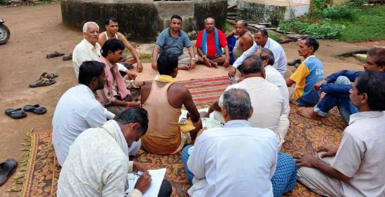 नारियल भेंटकर किसान बोले राजिम किसान महापंचायत के बनेगे सहभागी
