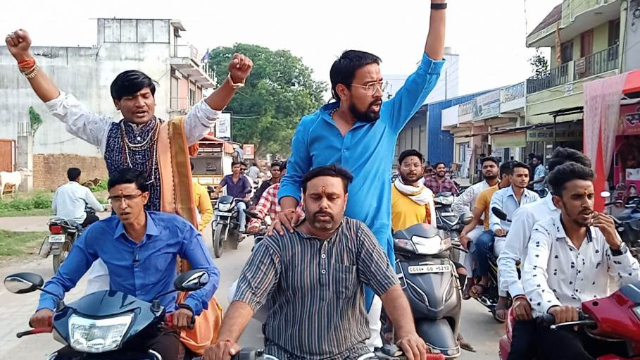 सर्व ब्राह्मण समाज पिथौरा ने नंद बघेल की गिरफ्तारी के लिए थाना में दिया आवेदन